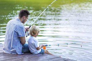 vissen bij vakantiepark Eysinga State in Friesland